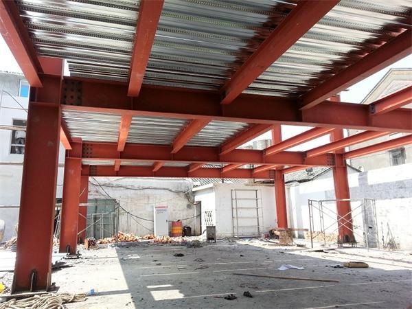 上海松江某办公楼(钢结构工程)施工进行中